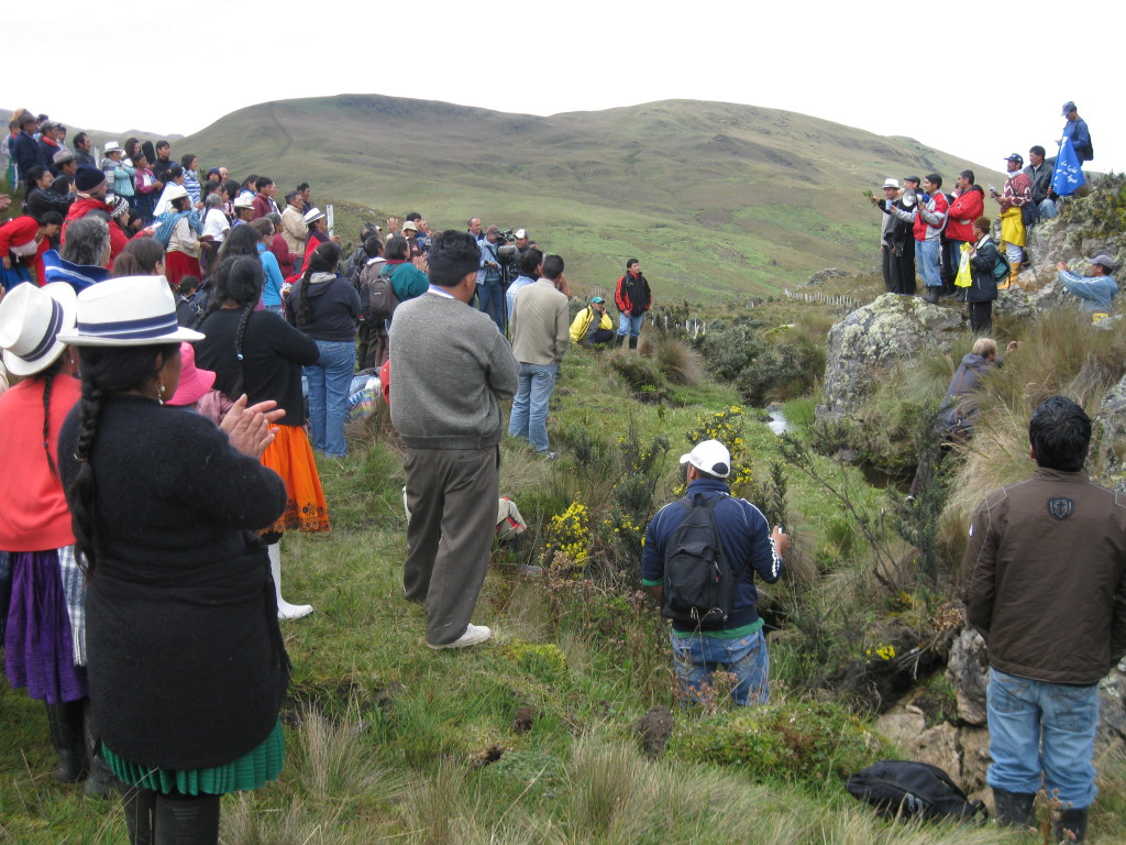 Community members visit the site of a proposed gold and silver project that belongs to INV Metals (originally IAMGOLD) in defence of their water supplies and the páramo known as Kimsacocha. Photo: MiningWatch