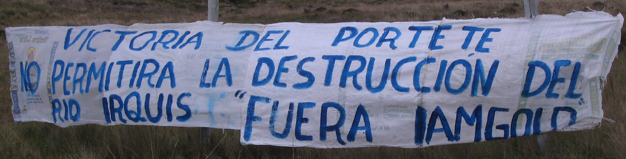 Banner demands Canadian company IAMGOLD abandon their gold and silver project in the high-altitude páramo ecosystem - known as Kimsacocha - at the headwaters of the Irquis River, upstream of the community of Victoria del Portete, county of Cuenca, Azuay, Ecuador.